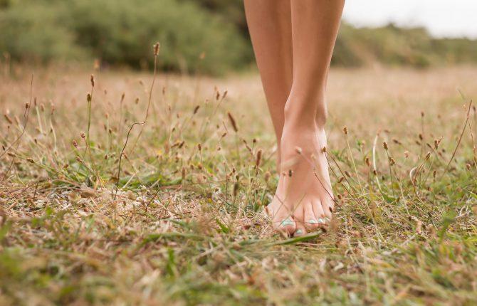 chodzenie boso