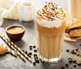 kawa z masłem orzechowym